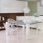 میز و صندلی پلاستیکی و رستورانی
